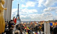 Tensioni a Parigi: spenta la fiaccola olimpica
