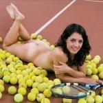 La tennista spagnola Llagostera si spoglia per trovare uno sponsor